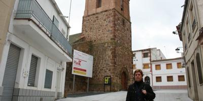 Porzuna ya luce su nueva plaza de la Iglesia, reformada con cargo al Plan E gracias a una inversión de 338.000 euros