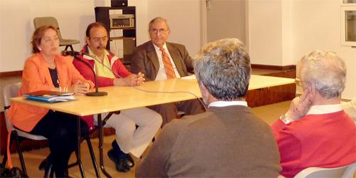 Los parlamentarios García y soriano visitaron en aldea al alcalde y a un grupo de vecinos para tratar temas de actualidad y de interés local