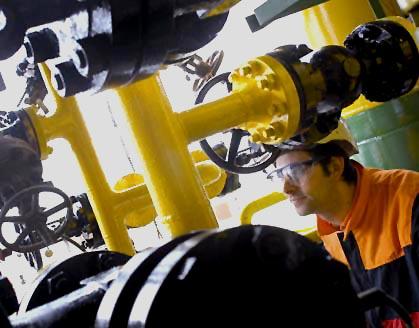 Operario en las instalaciones de Repsol Química