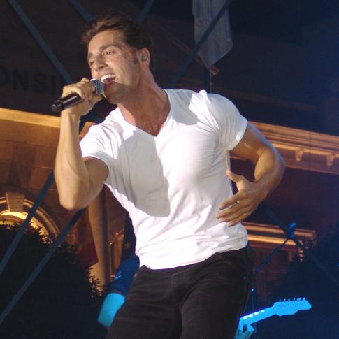 Más de 8.000 personas asistieron ayer al concierto de Bustamente en Valdepeñas