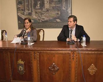 Rosa Romero y Francisco Cañizares, durante la presentación del documento