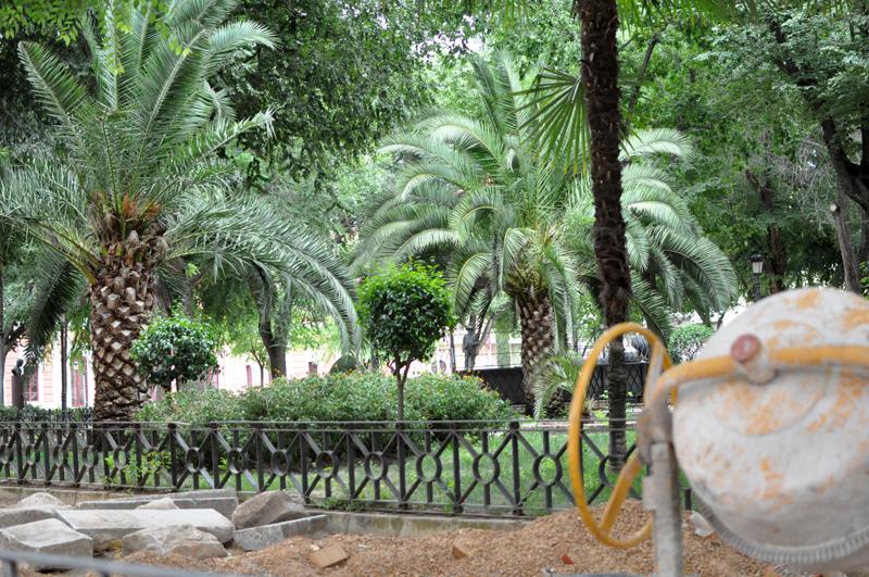 Adi s al albero los adoquines invaden los jardines del for Jardines del prado