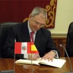 Titulados universitarios de Perú completarán su formación de postgrado en la UCLM