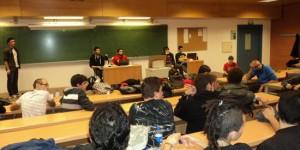 Estudiantes encerrados en la Facultad de Derecho