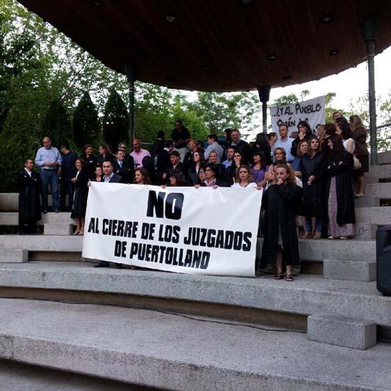 Concentración de protesta en Puertollano contra el cierre de los juzgados