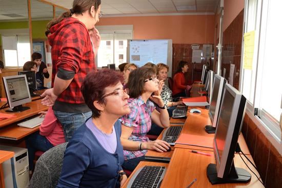 El Centro de la Mujer trabaja por la eliminación de la brecha digital