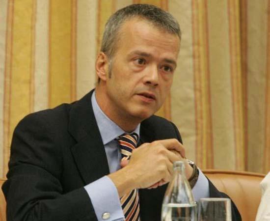 El ex ministro socialista del interior antonio camacho for Ex ministro del interior