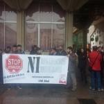 Multan a un joven con 400 euros por grabar a la Policía Nacional durante una protesta contra los desahucios en Ciudad Real