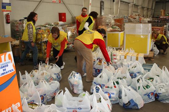 El Banco de Alimentos reparte 75.000 kilos de comida entre los más necesitados