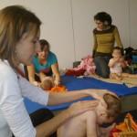 """Daimiel: padres y madres aprenden a """"conectar"""" con su hijo a través de un taller de relajación"""