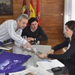 La alcadesa de Ciudad real se reúne con el Club de Maratón Ala 14 para organizar la carrera popular