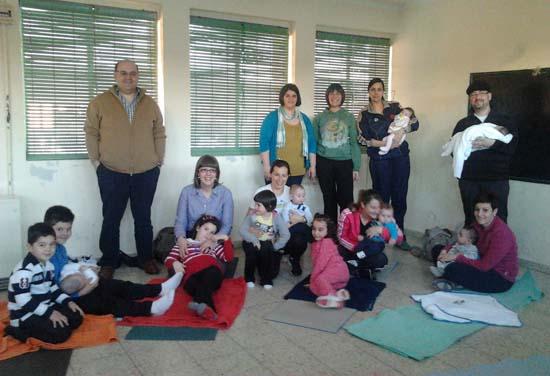 Padres e hijos, reunidos en torno a los masajes por el Banco del Tiempo