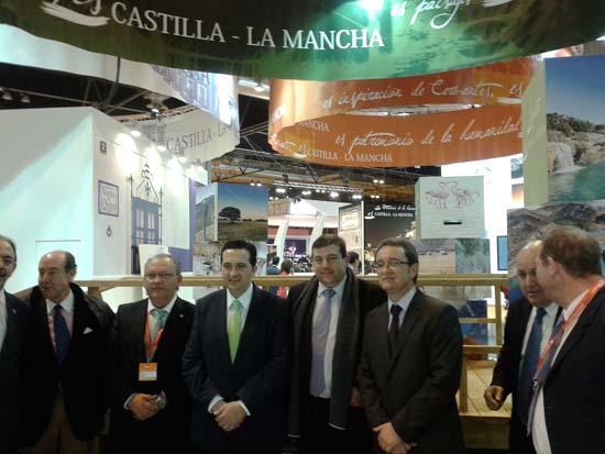 Toledano, junto al delegado provincial y otras autoridades de la provincia, en Fitur