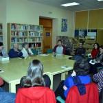 Villarrubia de los Ojos: Encuentro del escritor Andrés Carretero con el club de lectura de la Biblioteca Municipal
