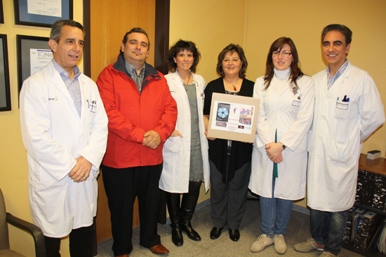 Los oftalmólogos del Mancha Centro donan dos de sus premios a la asociación de enfermedades raras