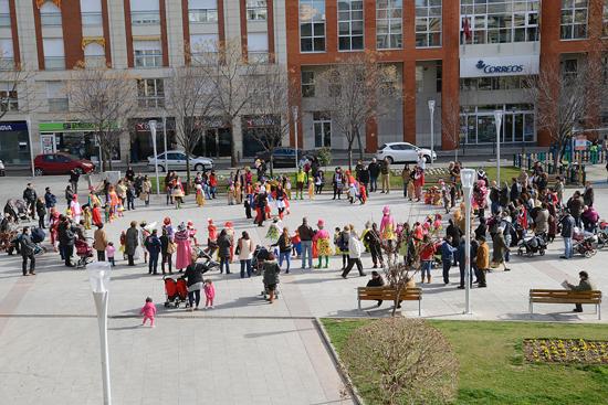 Los niños del Colegio San Francisco de Asís llevan el circo a la plaza de la Constitución
