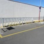 El Ayuntamiento de Malagón instala un aparcabicis y anuncia la construcción de cuatro pistas de pádel