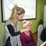 Un taller muestra trucos de estética a mujeres con cáncer tratadas en el Hospital de Manzanares