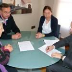 El Ayuntamiento de Manzanares firma un acuerdo de colaboración con Cáritas