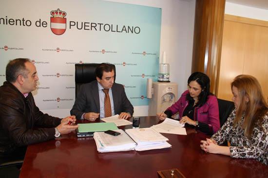 Firma del convenio entre Ayuntamiento y FEPU