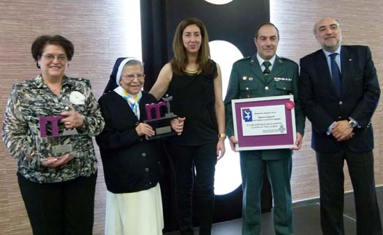 Ganadores de Premios Mujer 2013 con autoridades
