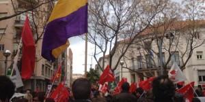 La manifestación, a su paso por la Subdelegación del Gobierno (Foto: Longinos-IU Moral de Calatrava)