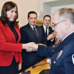 La alcaldesa de Ciudad Real entrega las primeras condecoraciones de la Policía Local de la capital con motivo de la festividad de su patrón, el Santo Ángel