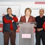 """El PSOE denuncia que las """"represalias"""" de la alcaldesa de Carrión hacia tres trabajadores provocan que lleven seis meses sin cobrar la prestación por desempleo"""