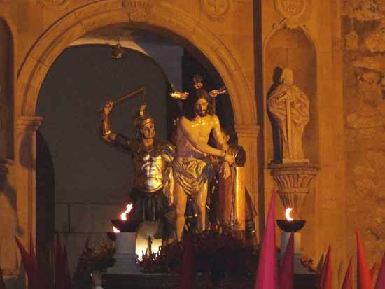 """La noche del Jueves Santo se tiñe de """"colorao"""""""