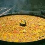 Iniciativa solidaria en la Feria del Stock: Raciones de Paella cocinada por Tapería Sacha a cambio de alimentos no perecederos