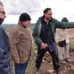 El prestigioso profesor Antonio Gilman, de la Universidad de California, visita el yacimiento de Castillejo del Bonete
