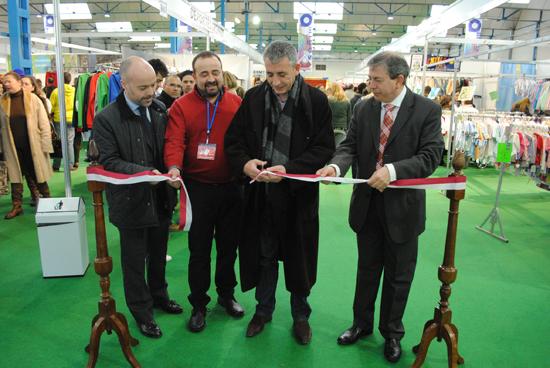 Más de treinta expositores participan en la X Feria del Stock de Valdepeñas