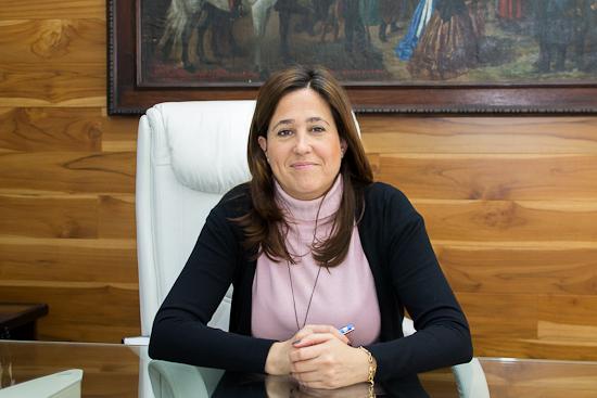 Rosa Romero posa en el despacho de Alcaldía. (Foto: Bárbara García del Castillo)