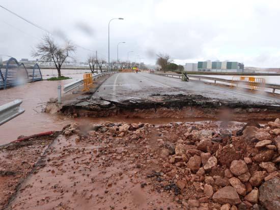 Azuer_4 abril_14 horas_aliviadero carretera (1)