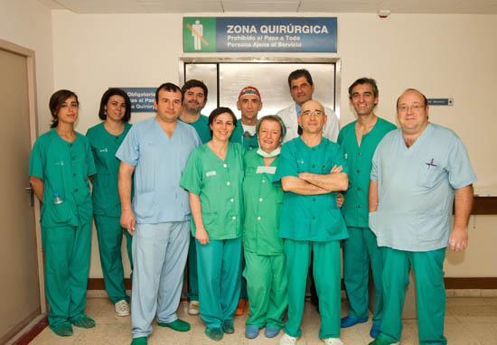 Equipo medico del HNP y del Hospital de Alicante que ha llevado a cabo la intervencion