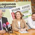 La consejera de Agricultura presenta el cupón de la ONCE dedicado a las Lagunas de Ruidera