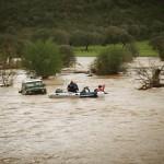 Protección Civil Ciudad Real protagoniza el duro y peligroso rescate de dos personas atrapadas en una zona inundada de Chillón