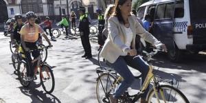 La alcaldesa, en bici (archivo)