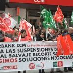 """Los trabajadores del Grupo Liberbank-CCM se concentran en Ciudad Real en contra de su """"precarización"""" laboral"""