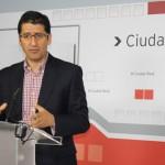 El PSOE pide a PP e IU un pacto para promover un plan de choque que atienda a los parados de larga duración