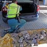 La Guardia Civil detiene a una persona que transportaba más de 49 kilos de hachís