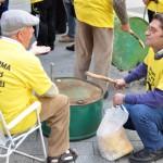 Una treintena de afectados por las preferentes de Puertollano se manifiesta en Ciudad Real