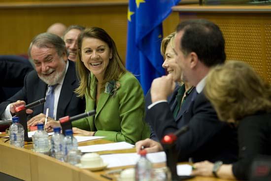 Cospedal en la reunión con Grupo Parlamentario Popular en Parlamento Europeo