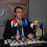 El alcalde de Alcázar asegura que en el Ayuntamiento se contrata sin pedir a nadie el carné del partido