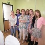 El II taller 'Ponte guapa, te sentirás mejor' ofrece consejos de belleza a once mujeres en tratamiento oncológico