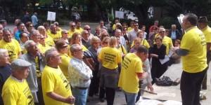 Fulgencio Ruiz se dirige a los afectados en una de las movilizaciones