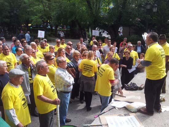 Fulgencio Ruiz se dirige a los afectados antes de las movilizaciones de hoy