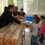 "Alcázar de San Juan: El Colegio Juan de Austria prepara una ""megamacedonia"" de 500 raciones"