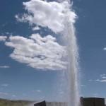 El «géiser» de Bolaños sigue expulsando agua 62 días después de su aparición ante la indiferencia de técnicos y políticos
