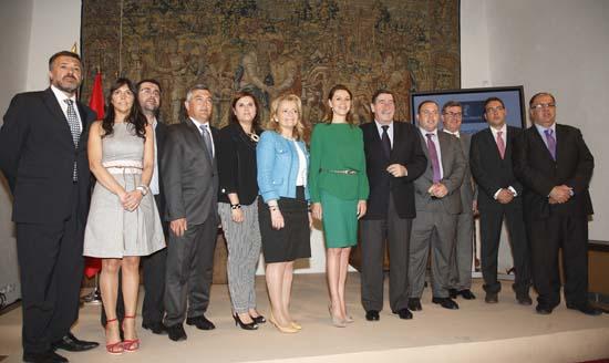 Cospedal con alcaldes de las  localidades  donde se  han realizado las obras de centros  educativos